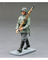 LAH067 Wehrmacht Marching Rifleman King and Country